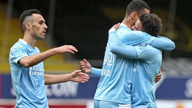 Cody Gakpo maakt tegen VVV zijn eerste Eredivisie-goal van 2021.
