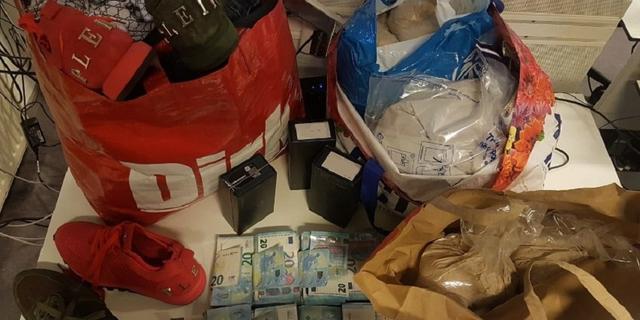 Politie neemt 20 kilo heroïne en 27.000 euro in beslag bij ondermijningsactie