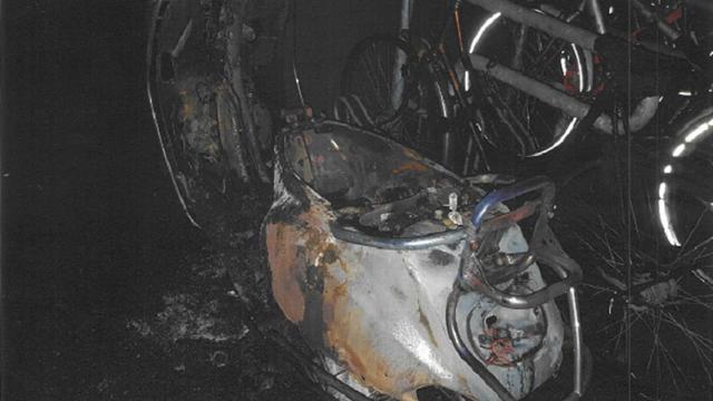 Meerdere deurmatten in 'Rivierenflat' in brand gestoken