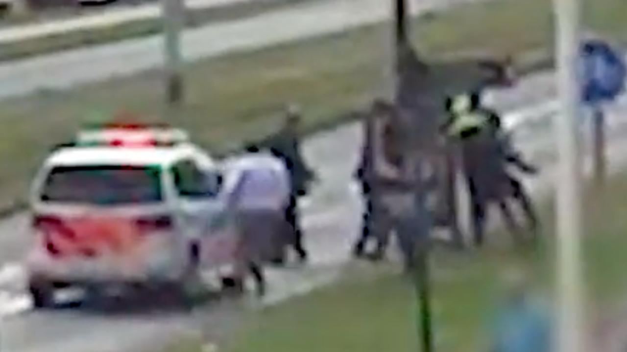 Nieuw beeld van mishandeling agent bij trouwstoet in Rotterdam