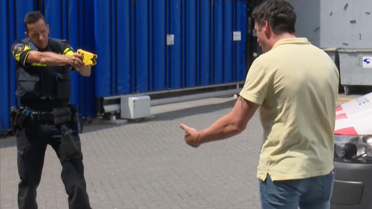Politie demonstreert gebruik stroomstootwapen in Rotterdam