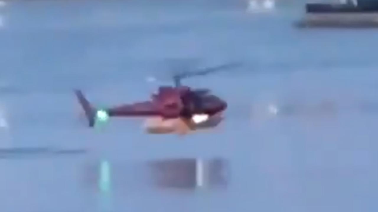 Man filmt dodelijke crash van helikopter in rivier New York