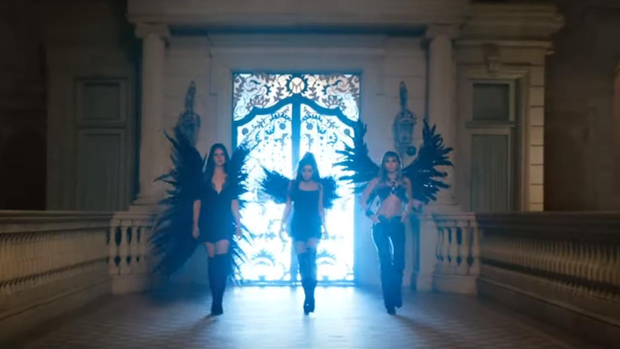 Bekijk de video met Ariana, Miley en Lana