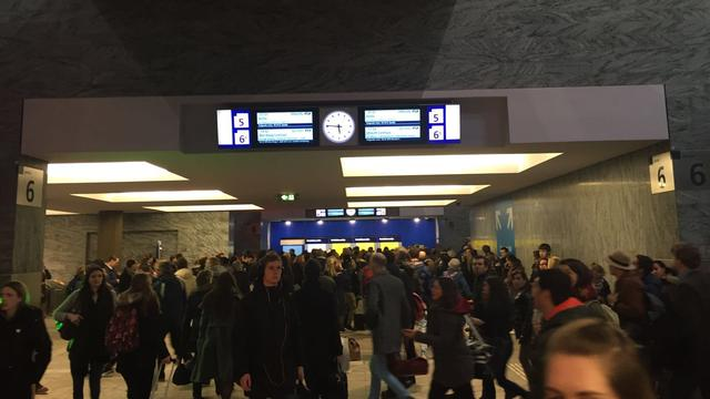 Verdacht pakketje in trein station Breda; perrons ontruimd