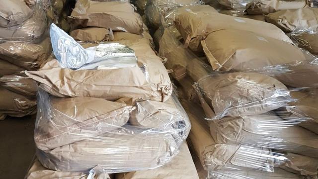 Vijf arrestaties voor rol bij handel van tweeduizend kilo grondstof amfetamine