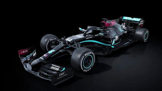 Mercedes rijdt dit jaar in zwarte auto als statement tegen racisme