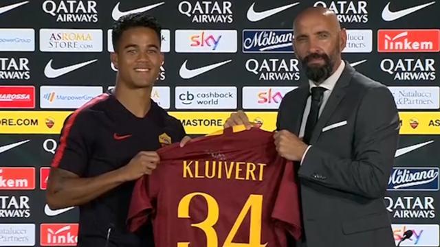 AS Roma presenteert Kluivert: 'Ik wil mezelf aan de wereld laten zien'