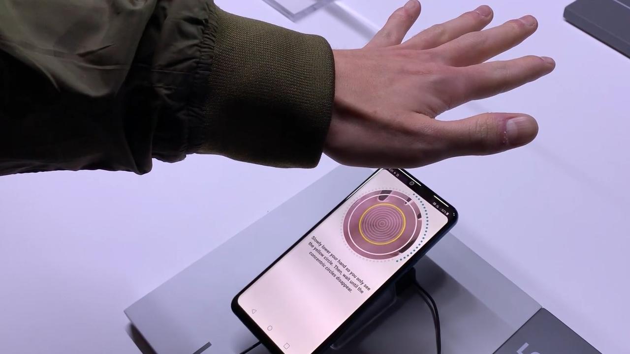 Eerste beelden G8 ThinQ-smartphone met handpalmscanner