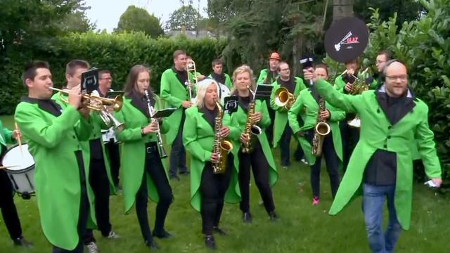 Fanfare wekt Jeroen Nieuwenhuize ruw uit slaap