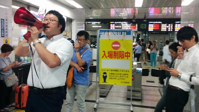 Drie doden door zware aardbeving bij Japanse stad Osaka