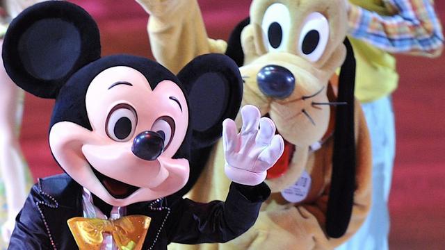 Jongen loopt rugblessure op na knuffel van Pluto