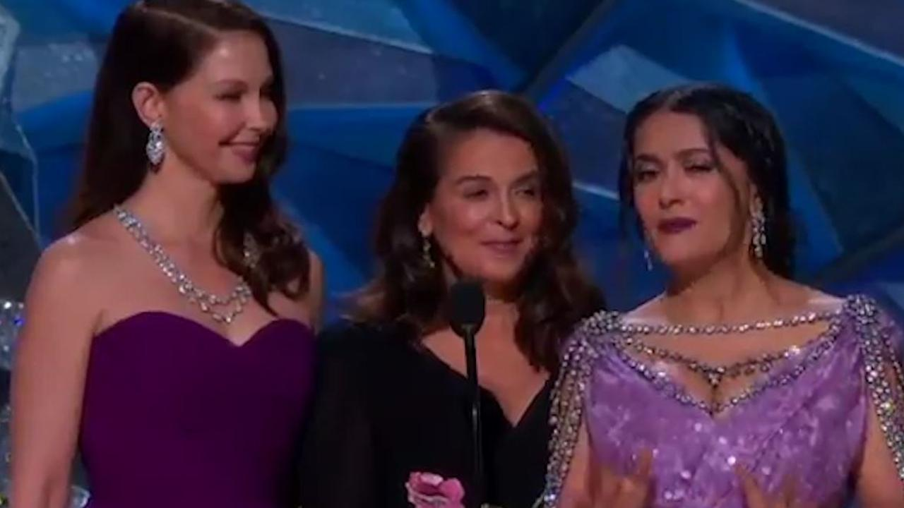 Salma Hayek en Ashley Judd emotioneel bij Time's Up-speech Oscars