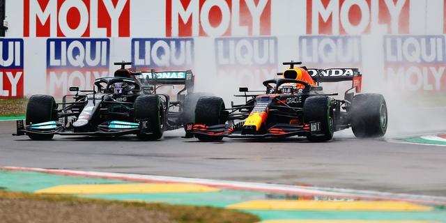 Horner geniet van inhaalactie Verstappen op Hamilton: 'Dit wil iedereen zien'