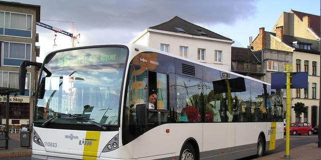 Boze Belgische buschauffeur rijdt negen haltes voorbij