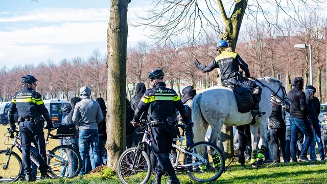 Ajax-supporters protesteren in Den Haag