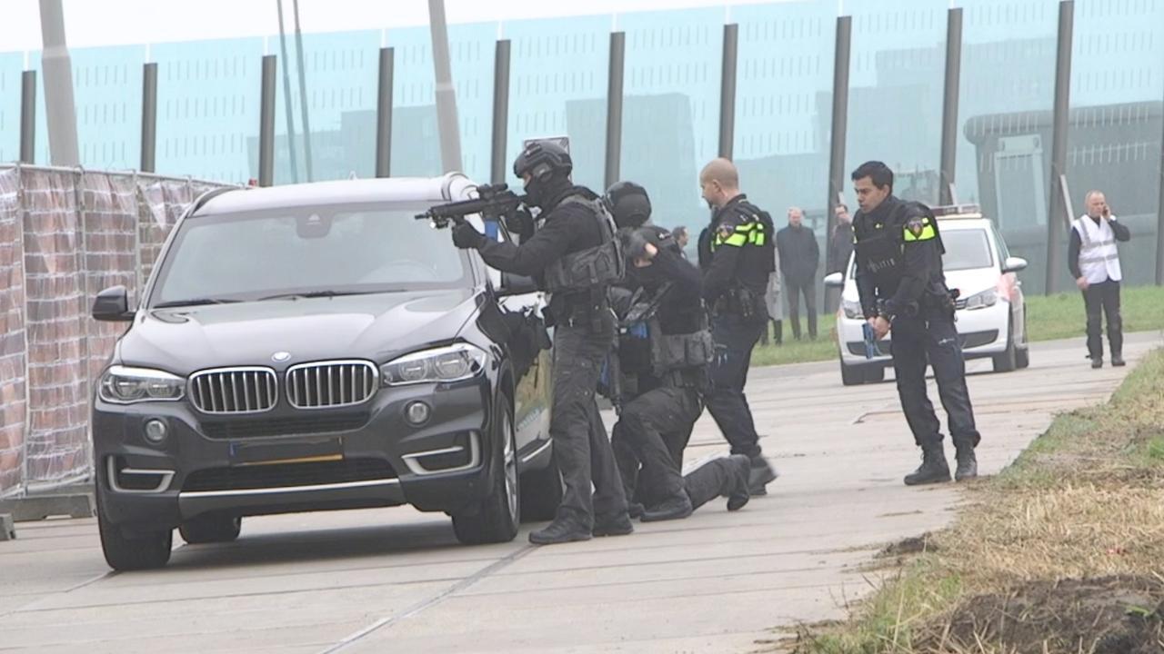 Hulpdiensten in actie voor terreuroefening in Amsterdam